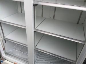 リーチイン冷蔵ショーケースの庫内